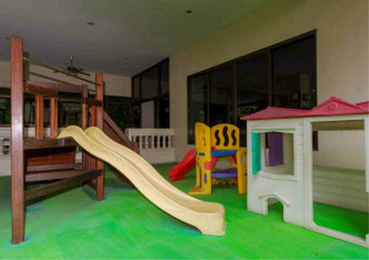 Bangkok Residential Agency's 3 Bed Apartment For Rent in Nana BR0572AP 6