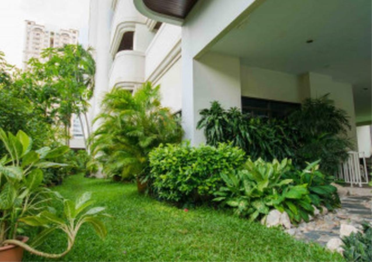 Bangkok Residential Agency's 3 Bed Apartment For Rent in Nana BR0572AP 8