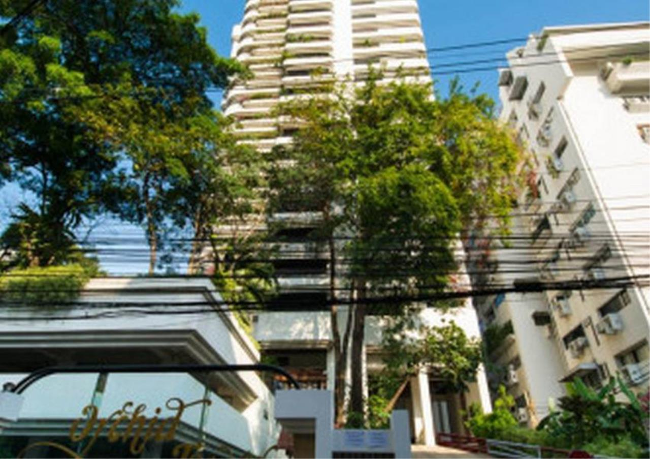 Bangkok Residential Agency's 3 Bed Apartment For Rent in Nana BR0583AP 6