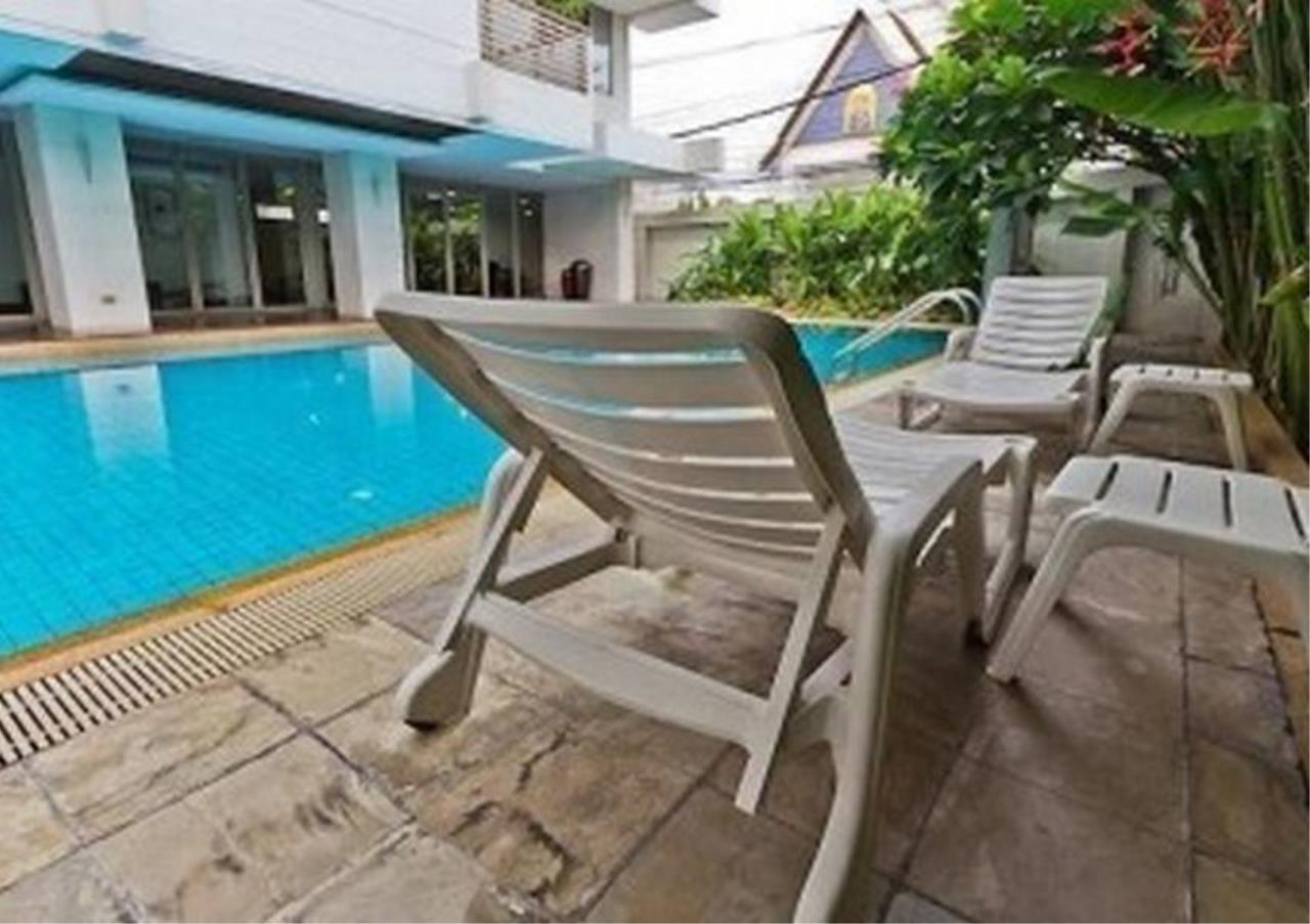 Bangkok Residential Agency's 3 Bed Apartment For Rent in Phloenchit BR0639AP 2