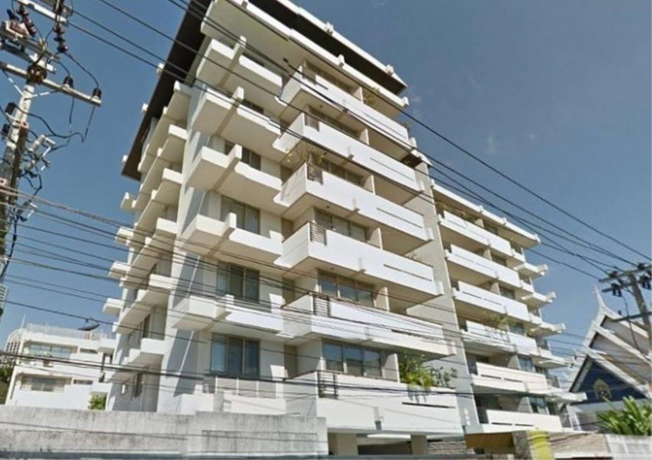 Bangkok Residential Agency's 3 Bed Apartment For Rent in Phloenchit BR0640AP 1