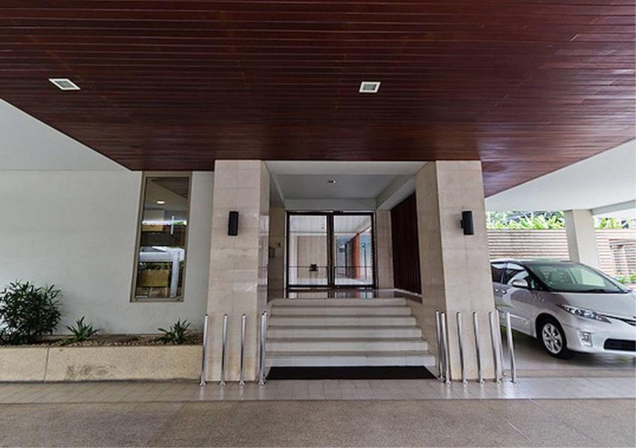 Bangkok Residential Agency's 3 Bed Apartment For Rent in Phloenchit BR0640AP 3