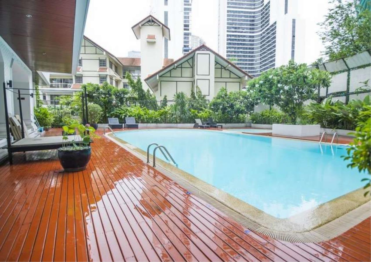 Bangkok Residential Agency's 4 Bed Apartment For Rent in Asoke BR0648AP 2
