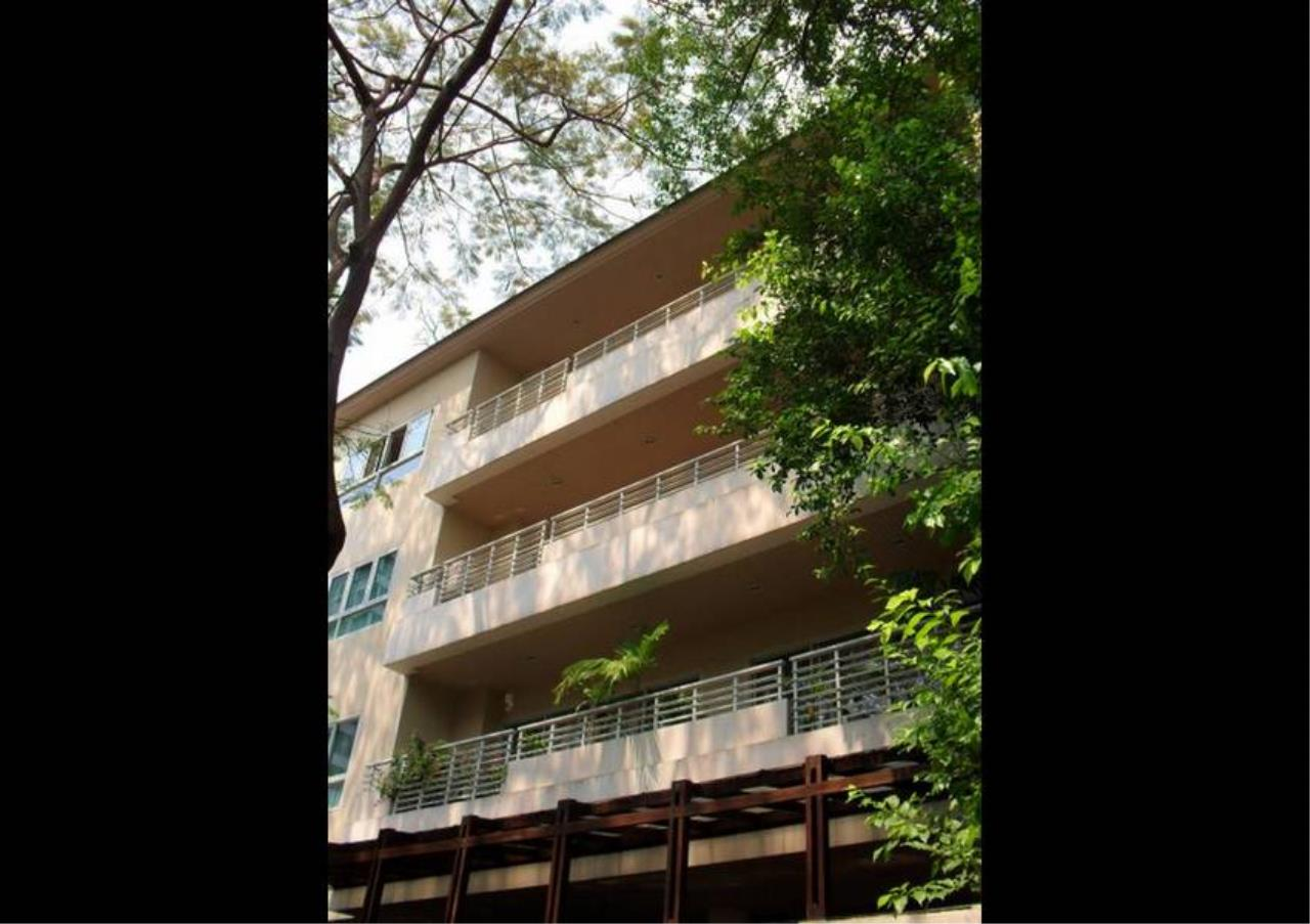 Bangkok Residential Agency's 3 Bed Apartment For Rent in Sathorn BR0649AP 2