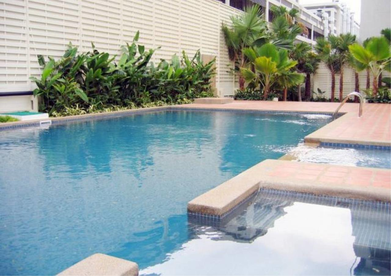 Bangkok Residential Agency's 3 Bed Apartment For Rent in Sathorn BR0662AP 1