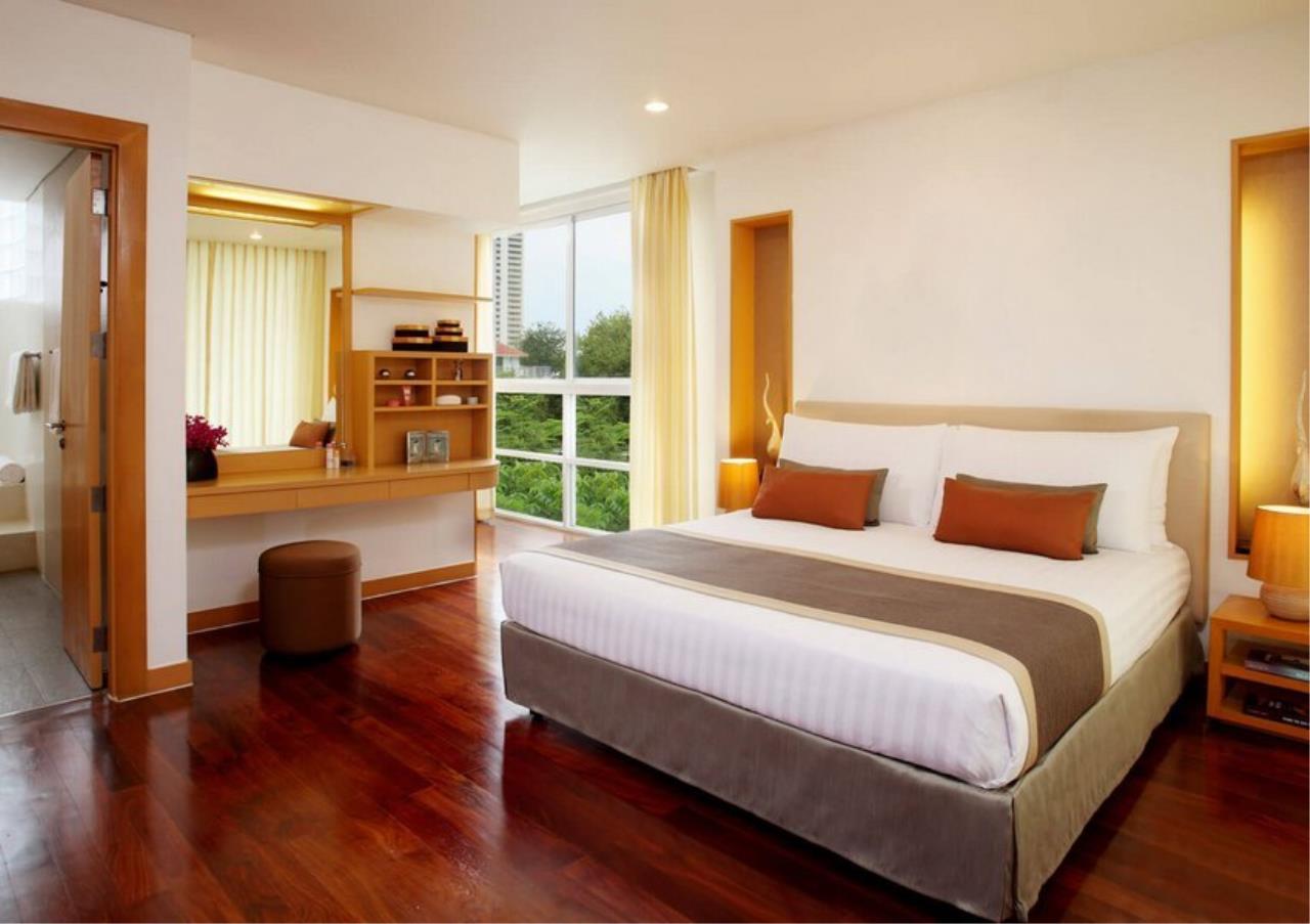 Bangkok Residential Agency's 3 Bed Apartment For Rent in Ekkamai BR0707AP 4