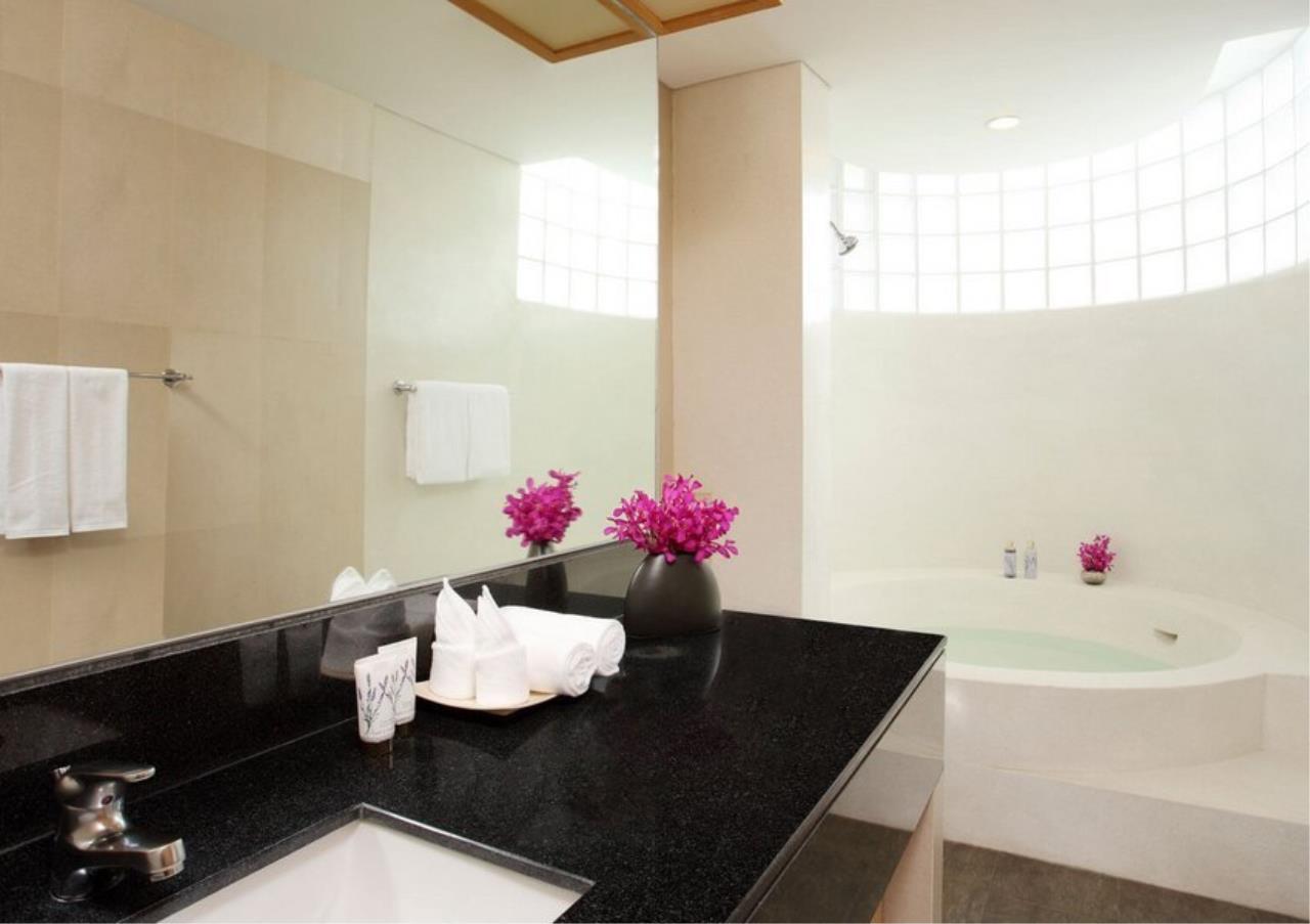 Bangkok Residential Agency's 3 Bed Apartment For Rent in Ekkamai BR0709AP 5