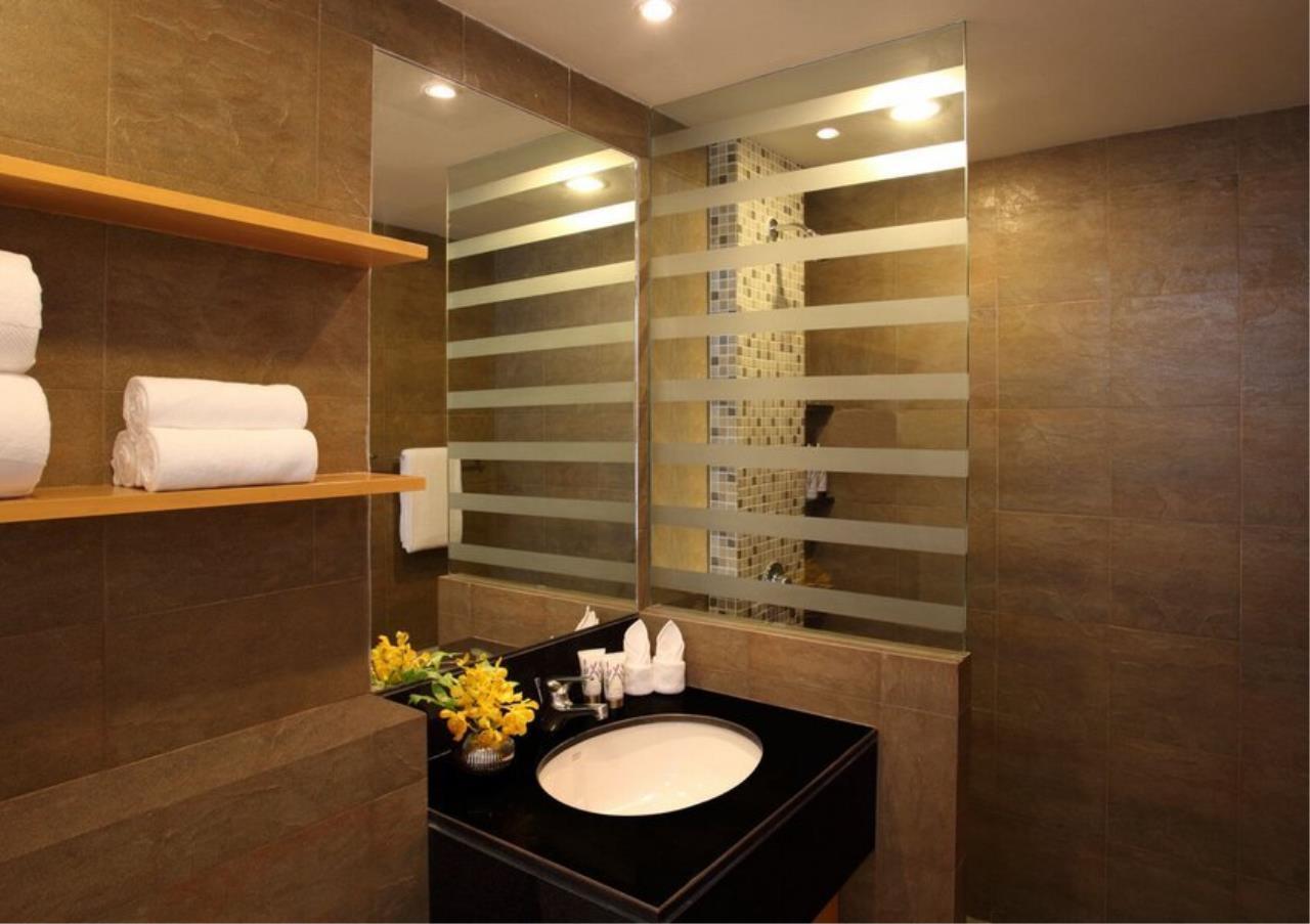 Bangkok Residential Agency's 3 Bed Apartment For Rent in Ekkamai BR0709AP 8