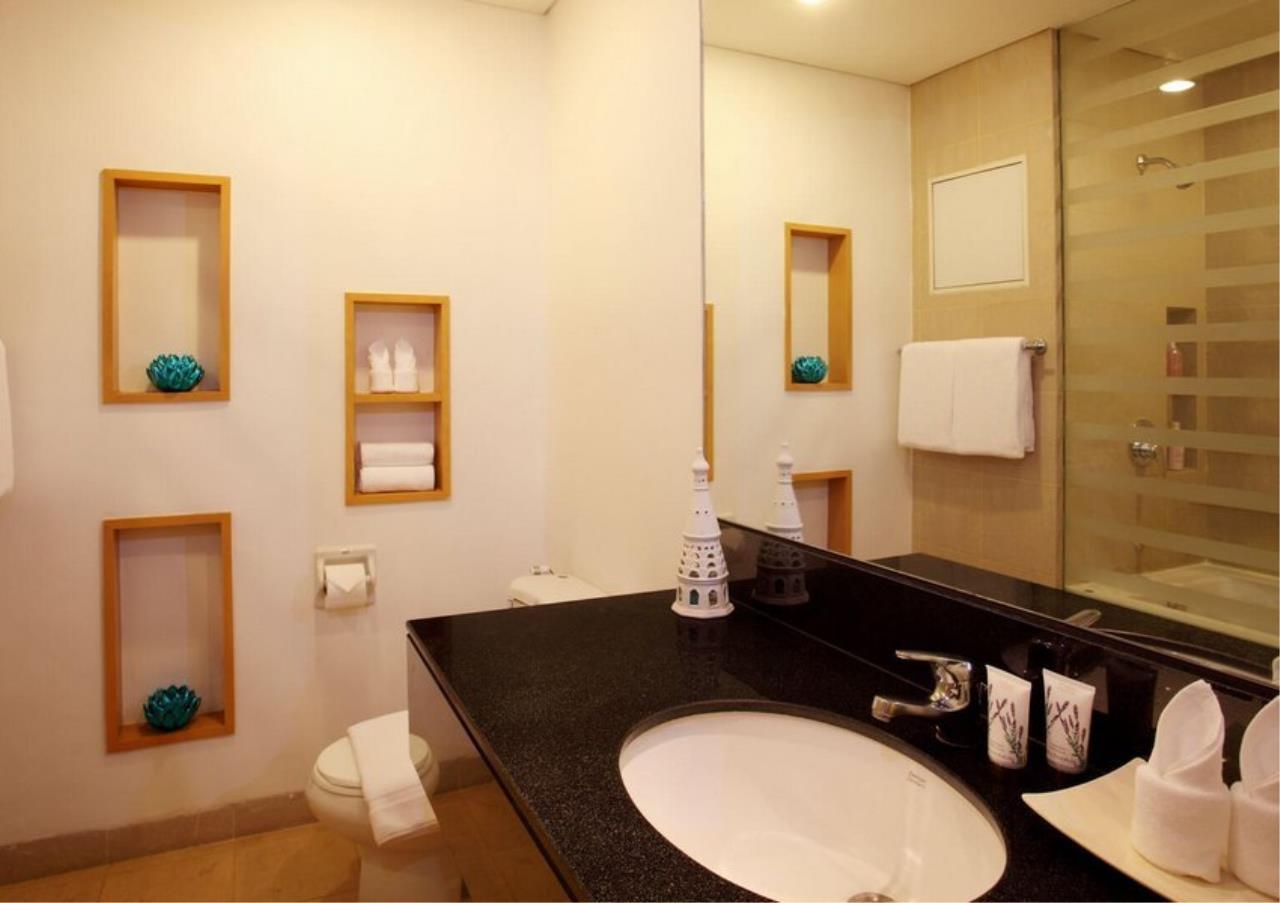 Bangkok Residential Agency's 3 Bed Apartment For Rent in Ekkamai BR0709AP 10