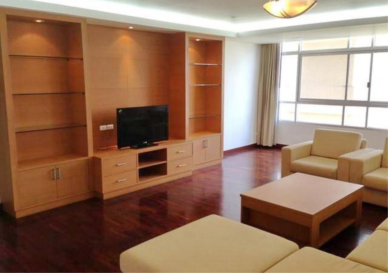 Bangkok Residential Agency's 3 Bed Apartment For Rent in Asoke BR0879AP 2