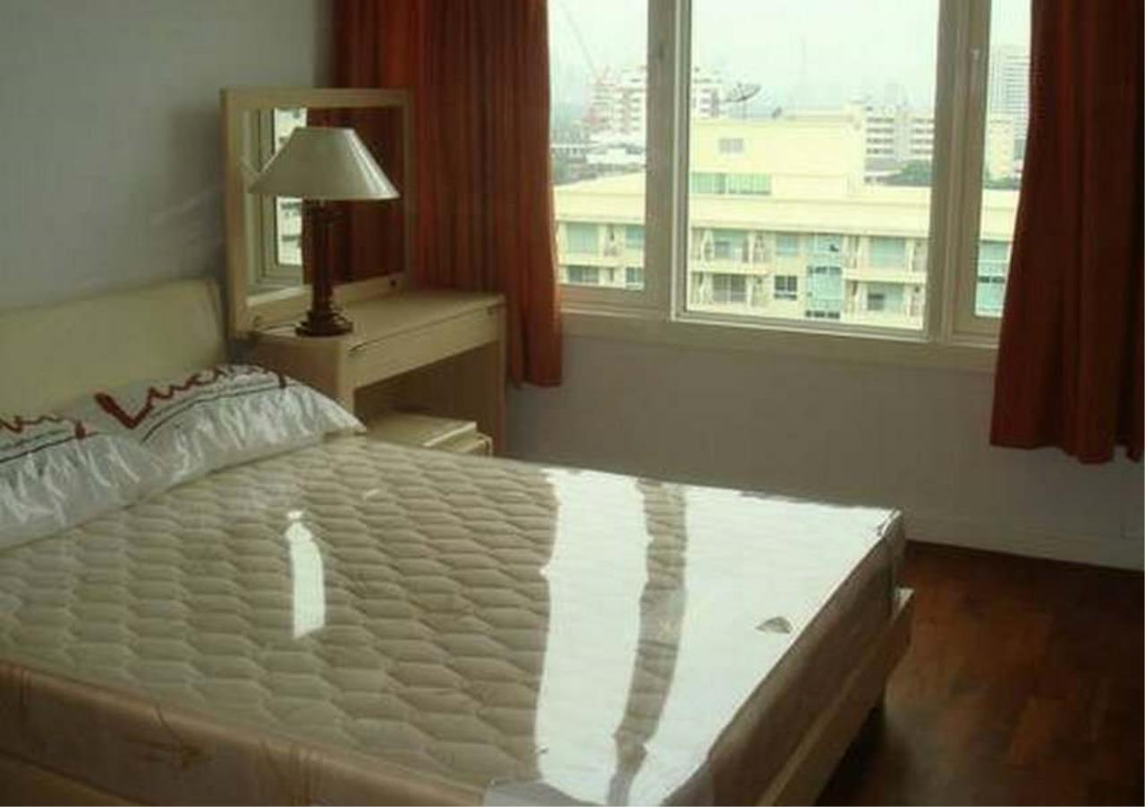 Bangkok Residential Agency's 3 Bed Condo For Rent in Phrom Phong BR1069CD 5