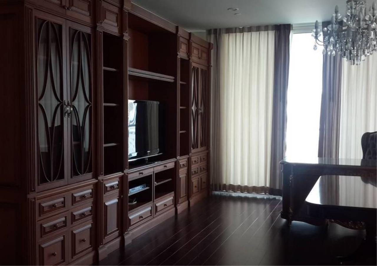 Bangkok Residential Agency's 4 Bed Condo For Rent in Chidlom BR1322CD 3