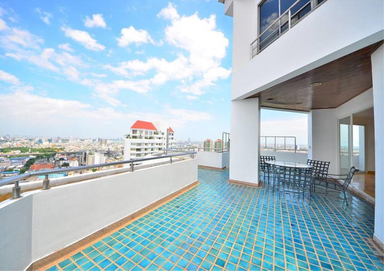 Bangkok Residential Agency's 5 Bed Penthouse For Rent Near Riverside BR1326CD 2