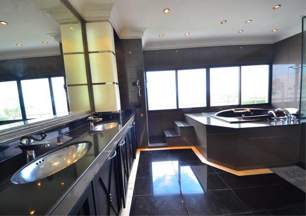 Bangkok Residential Agency's 5 Bed Penthouse For Rent Near Riverside BR1326CD 8