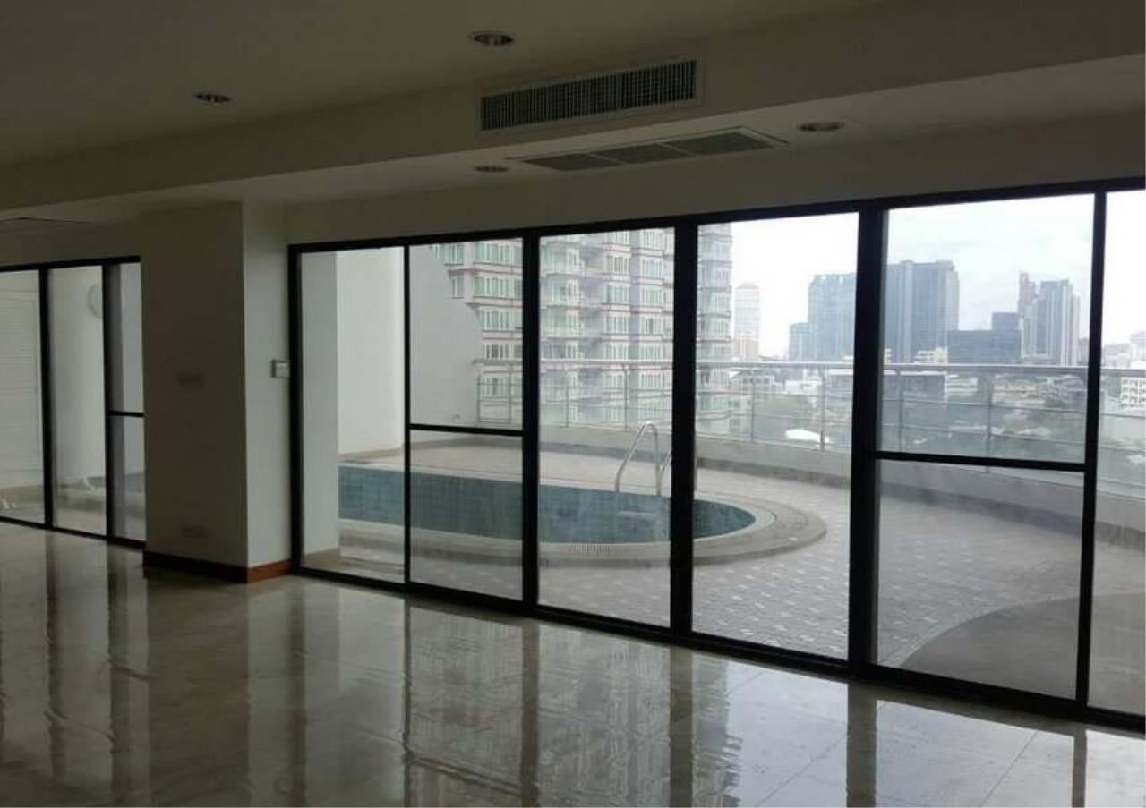 Bangkok Residential Agency's 3 Bed Condo For Rent in Phrom Phong BR1330CD 2