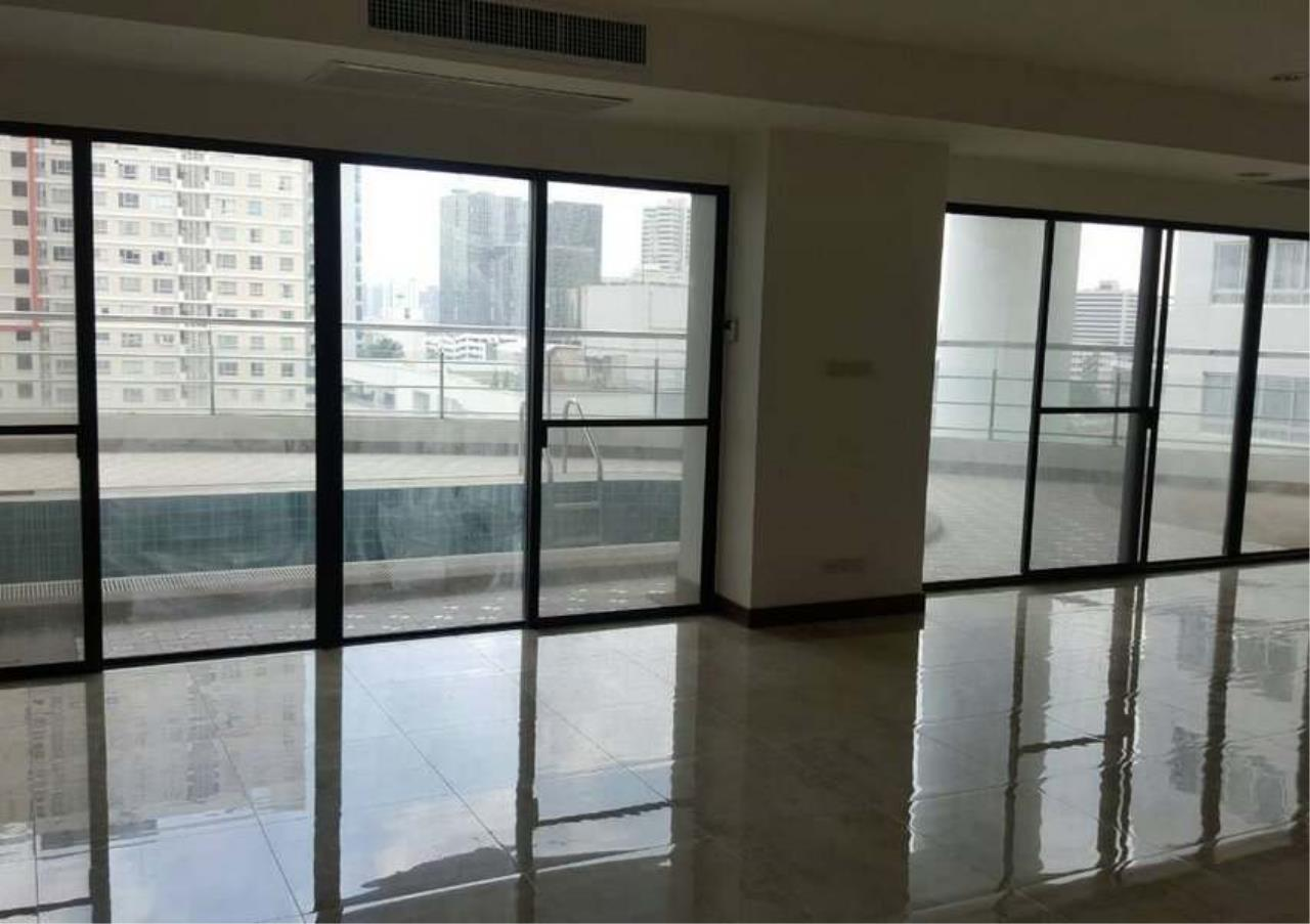 Bangkok Residential Agency's 3 Bed Condo For Rent in Phrom Phong BR1330CD 4
