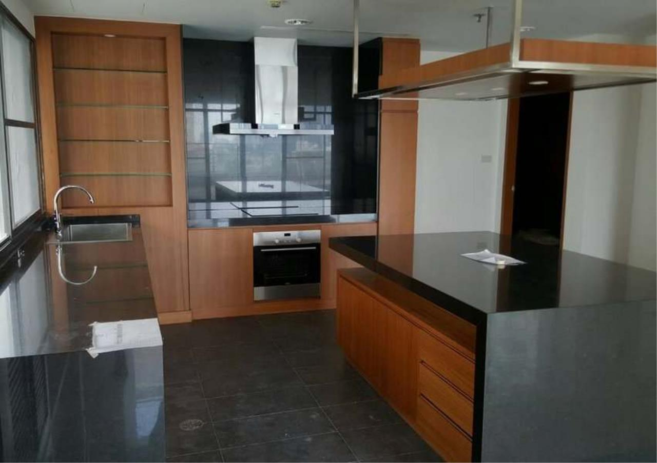Bangkok Residential Agency's 3 Bed Condo For Rent in Phrom Phong BR1330CD 6
