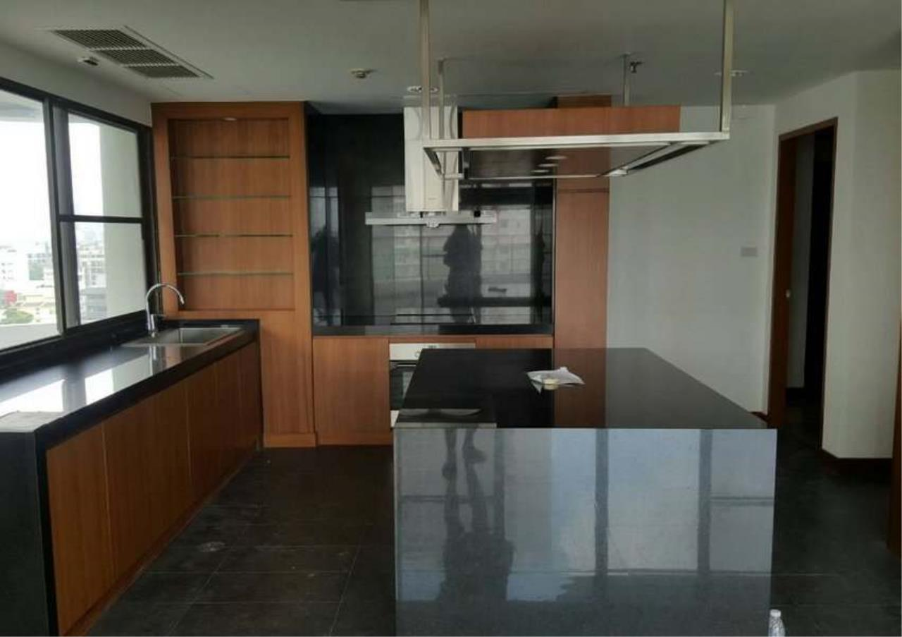 Bangkok Residential Agency's 3 Bed Condo For Rent in Phrom Phong BR1330CD 7