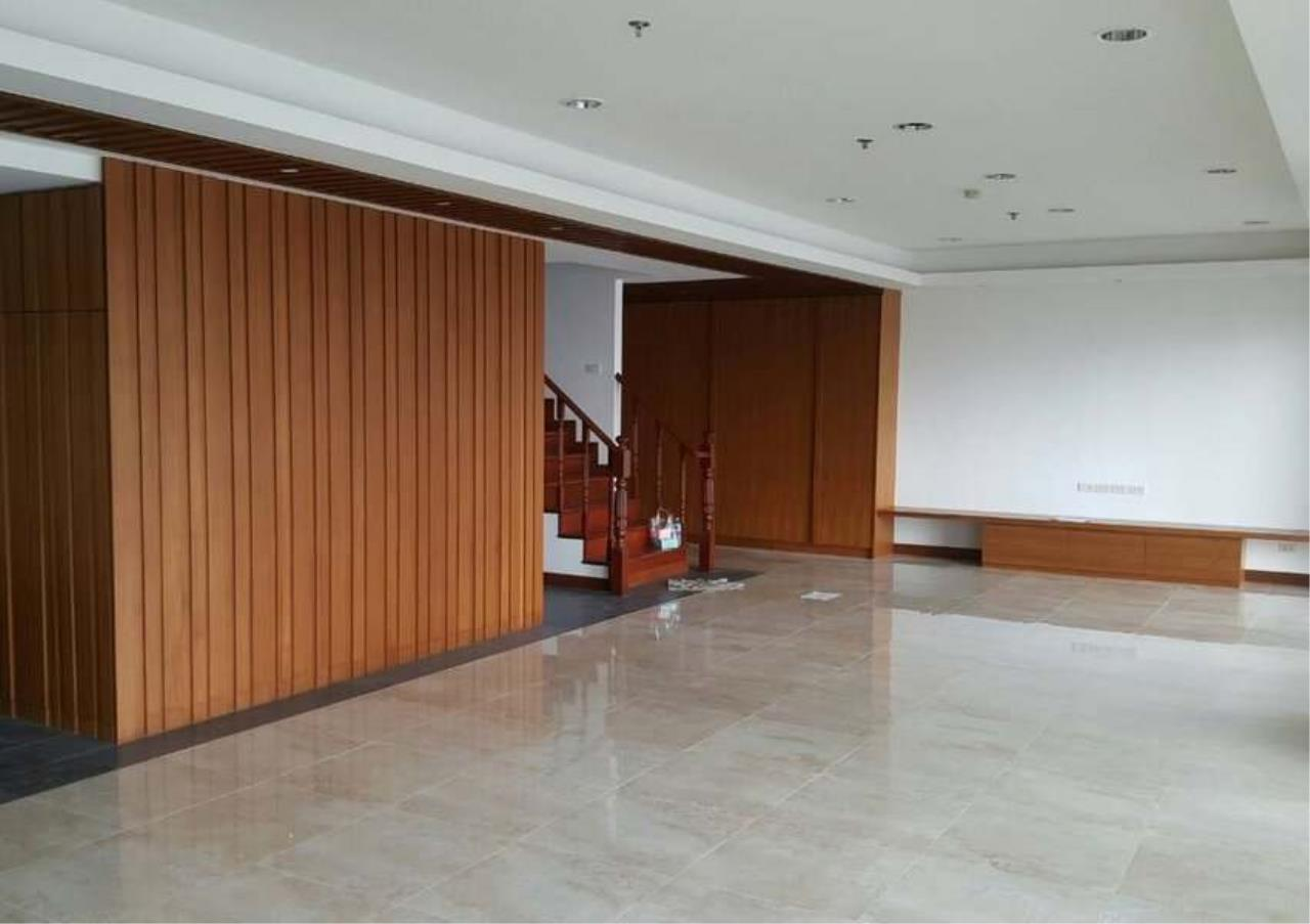 Bangkok Residential Agency's 3 Bed Condo For Rent in Phrom Phong BR1330CD 8