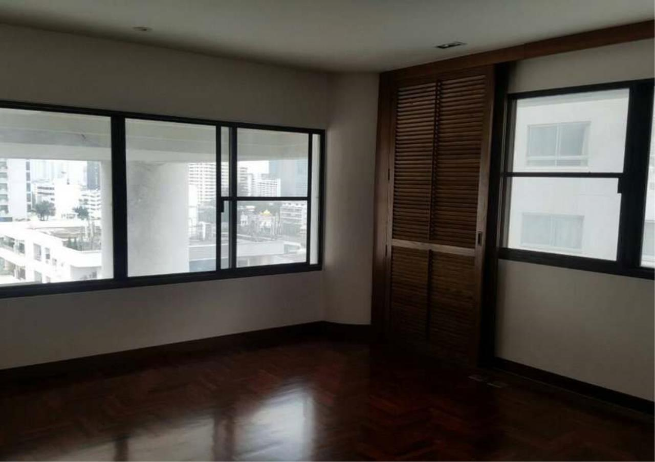 Bangkok Residential Agency's 3 Bed Condo For Rent in Phrom Phong BR1330CD 11