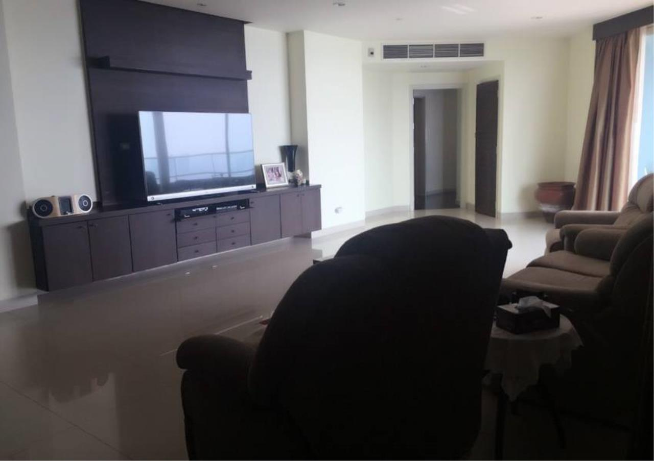 Bangkok Residential Agency's 3 Bed Condo For Rent Near  Riverside BR1452CD 9