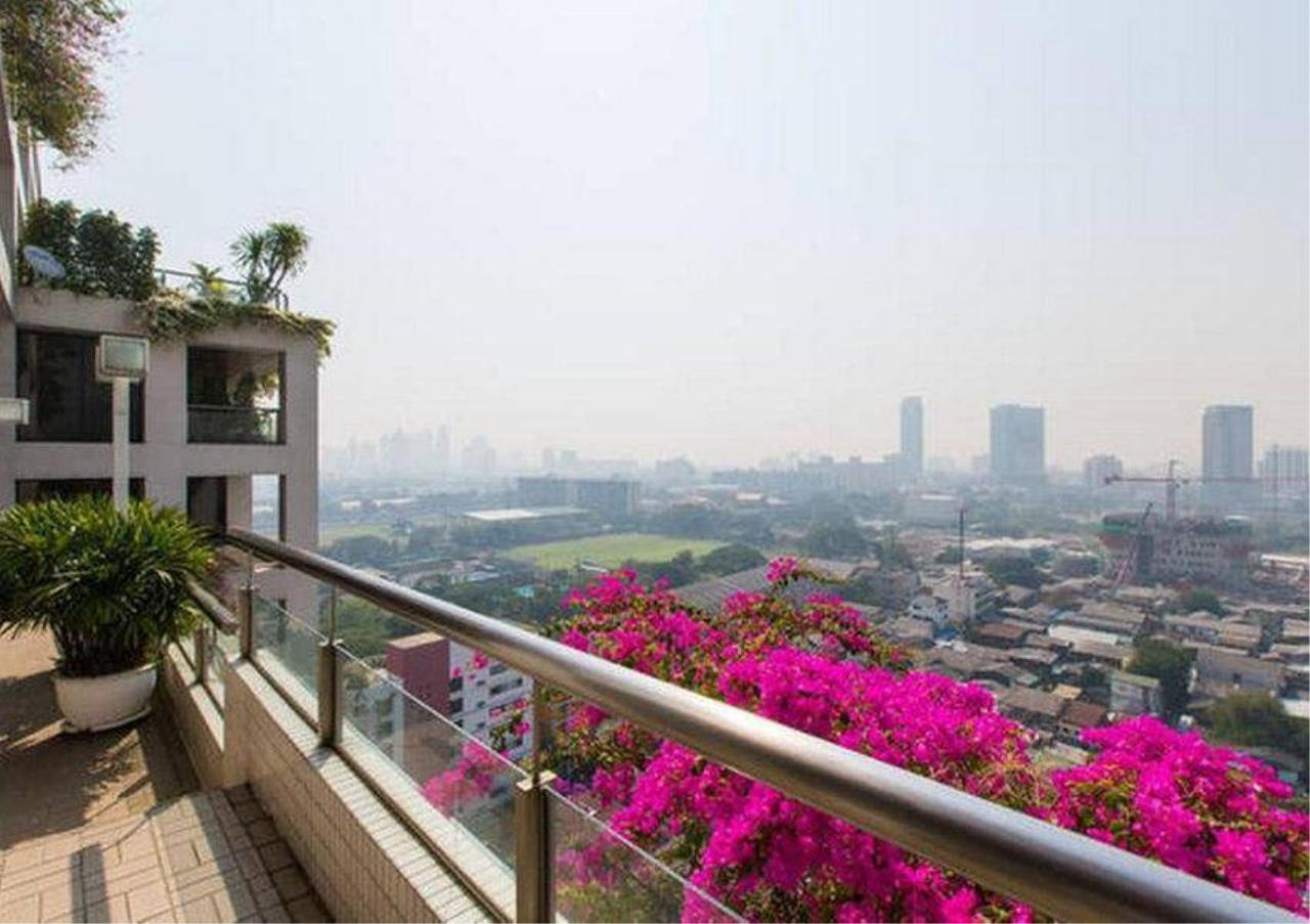 Bangkok Residential Agency's 2 Bed Condo For Rent in Ratchadamri BR1972CD 6