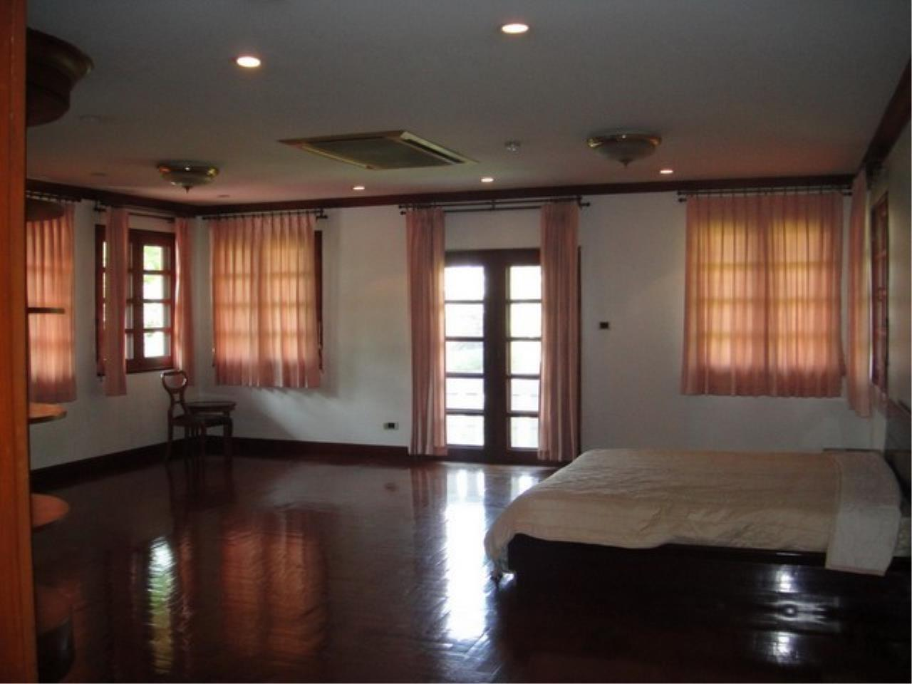 Bangkok Residential Agency's 4 Bed Single House in Compound For Rent in Bang Na BR2096CD 3