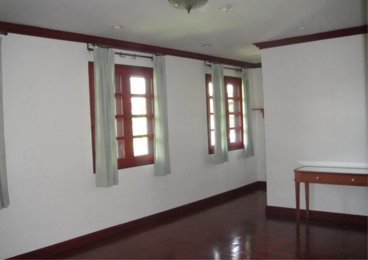 Bangkok Residential Agency's 4 Bed Single House in Compound For Rent in Bang Na BR2096CD 6