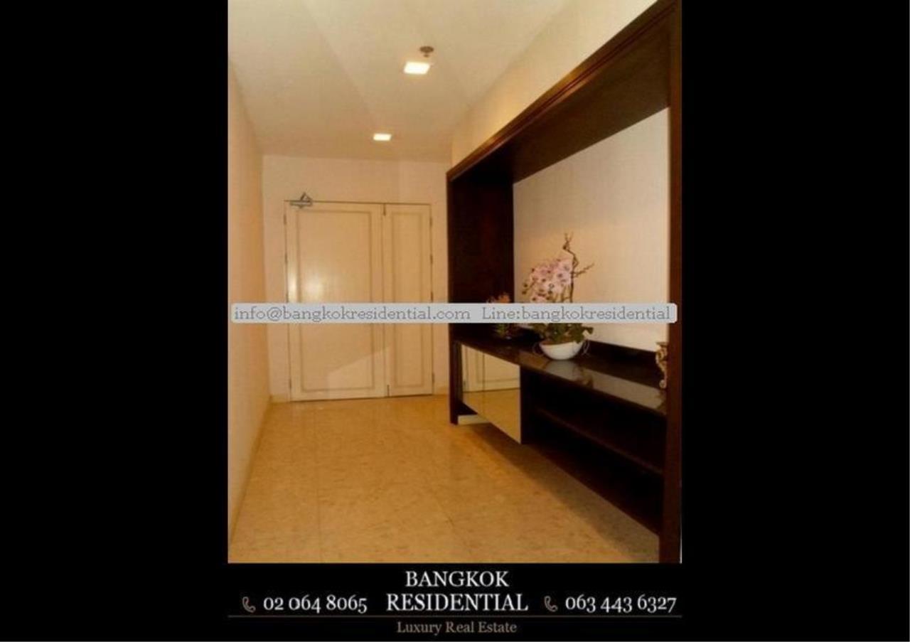Bangkok Residential Agency's 3 Bed Condo For Rent in Ekkamai BR2310CD 19
