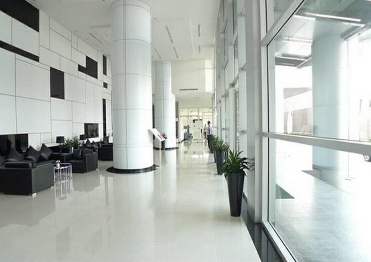 Bangkok Residential Agency's 3 Bed Condo For Rent in Ekkamai BR2474CD 6