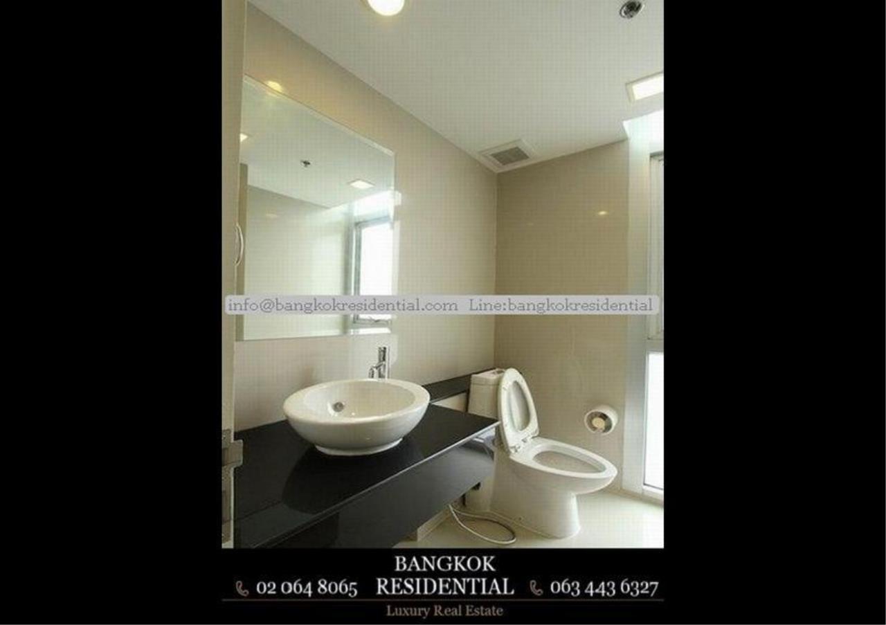 Bangkok Residential Agency's 3 Bed Condo For Rent in Ekkamai BR2474CD 14