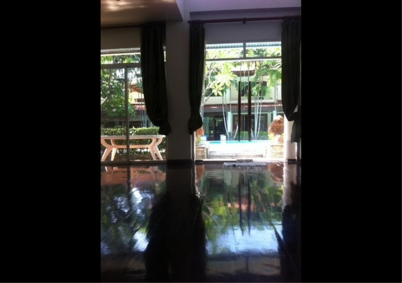 Bangkok Residential Agency's 3 Bed Single House in Compound For Rent in Ekkamai BR2621CD 7