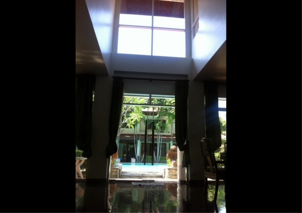 Bangkok Residential Agency's 3 Bed Single House in Compound For Rent in Ekkamai BR2621CD 8