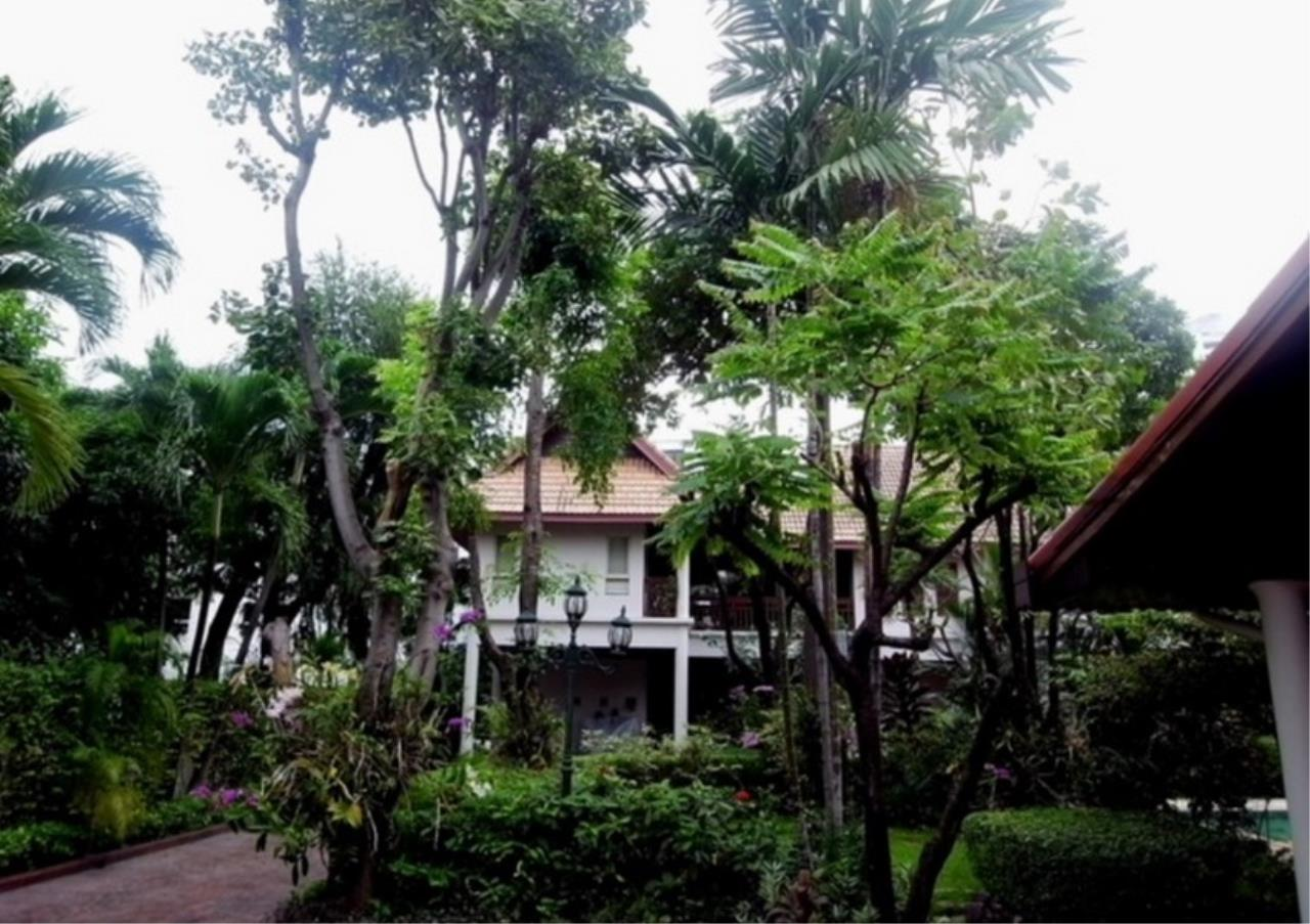Bangkok Residential Agency's 3 Bed Single House in Compound For Rent in Ekkamai BR2621CD 3