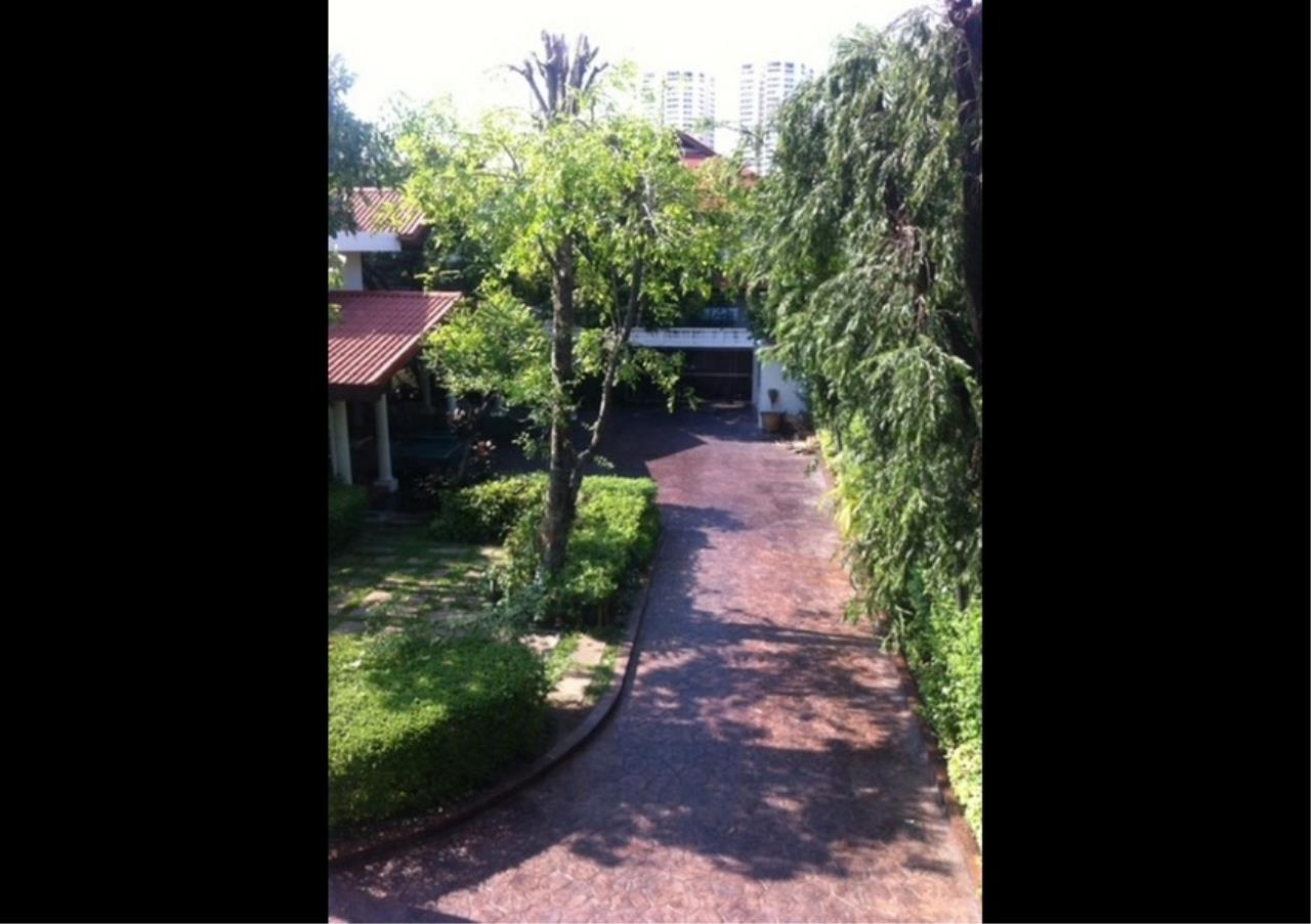 Bangkok Residential Agency's 3 Bed Single House in Compound For Rent in Ekkamai BR2621CD 6