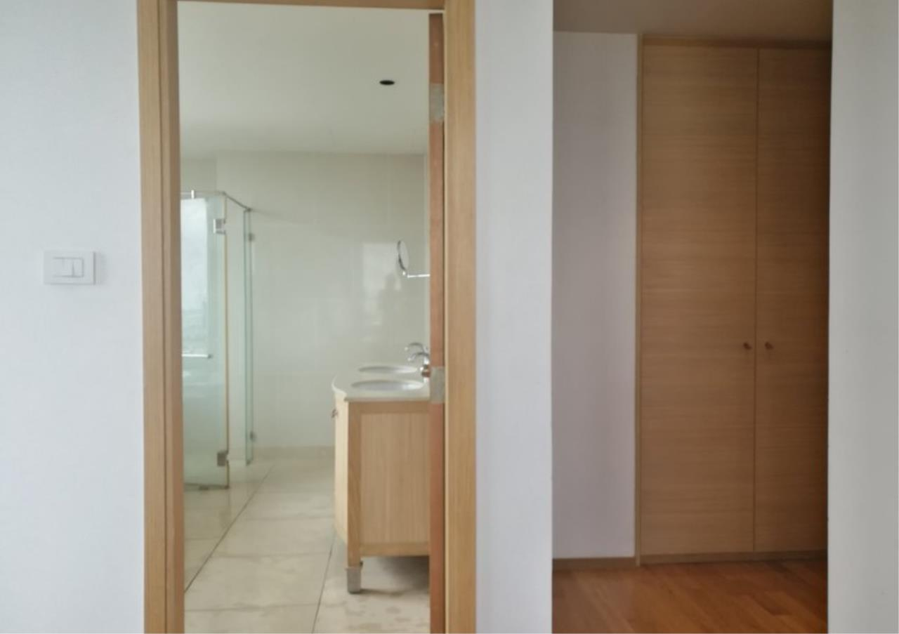 Bangkok Residential Agency's 3 Bed Condo For Rent in Sathorn BR2897CD 16