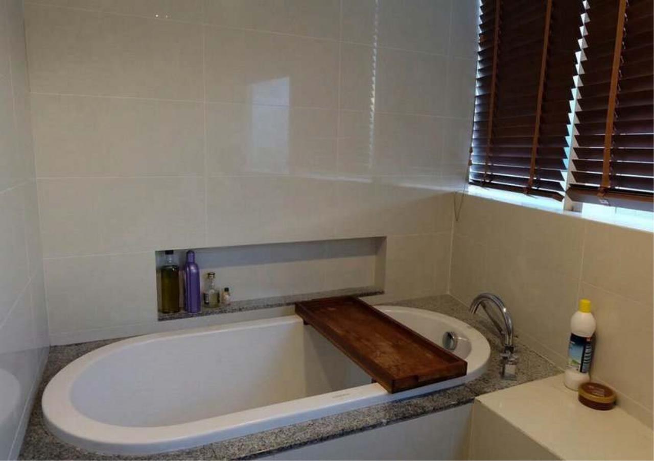 Bangkok Residential Agency's 3 Bed Condo For Rent in Asoke BR3271CD 2