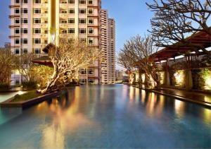 Bangkok Residential Agency's 2 Bed Condo For Sale in Phetchaburi BR4044CD 1