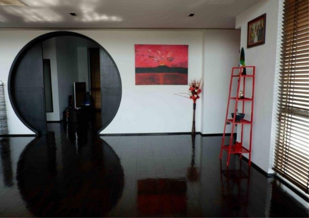Bangkok Residential Agency's 4 Bed Duplex Condo For Sale in Phra Khanong BR4154CD 6
