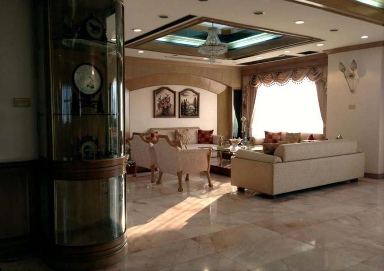 Bangkok Residential Agency's 3 Bed Condo For Rent in Ekkamai BR4246CD 1