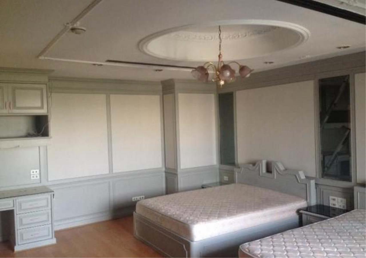 Bangkok Residential Agency's 3 Bed Condo For Rent in Ekkamai BR4246CD 3