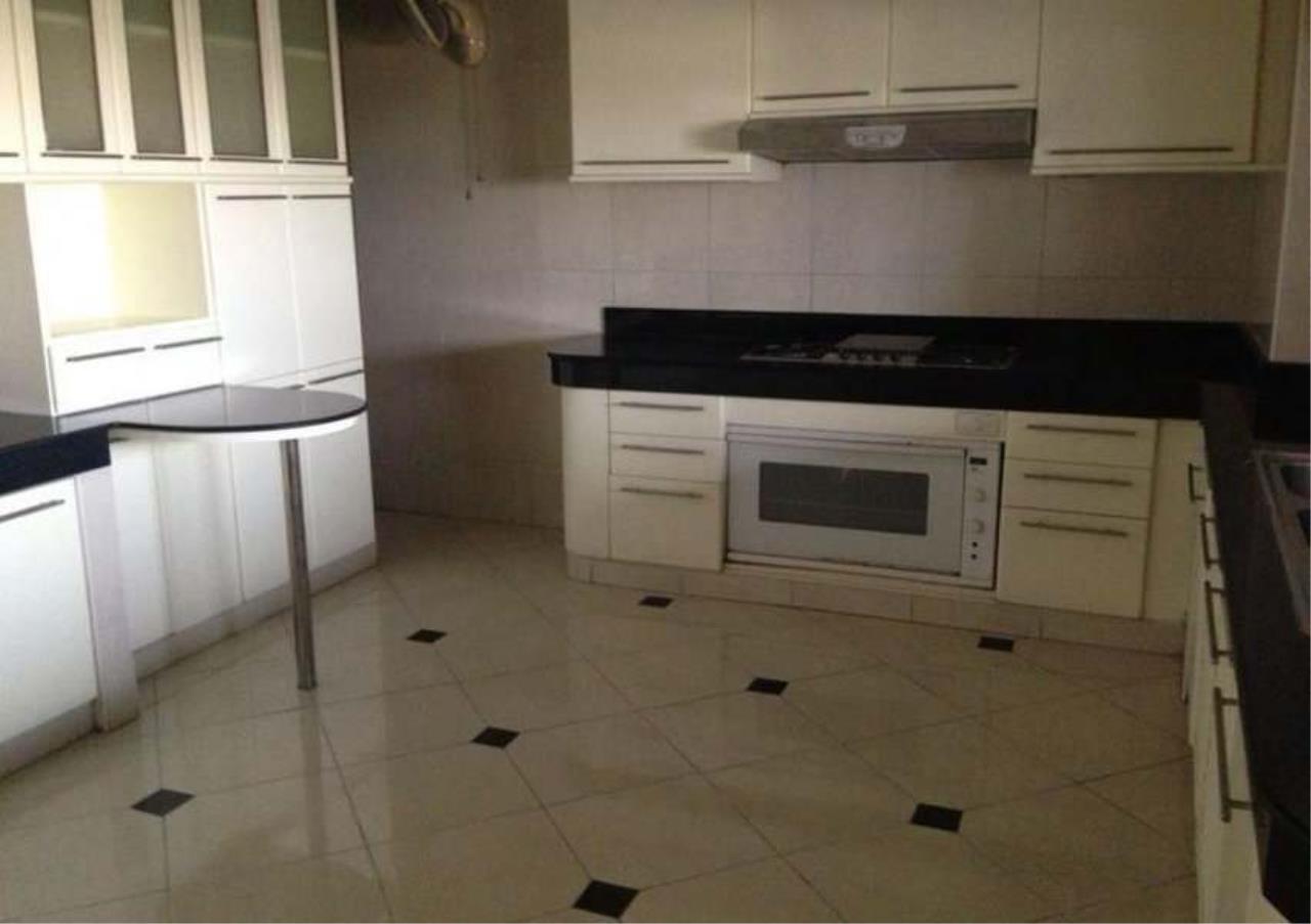 Bangkok Residential Agency's 3 Bed Condo For Rent in Ekkamai BR4246CD 6