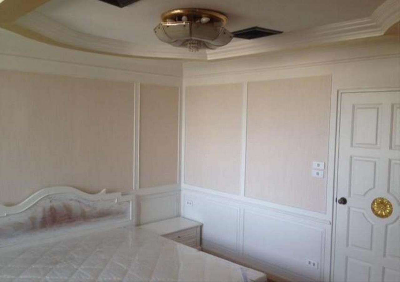 Bangkok Residential Agency's 3 Bed Condo For Rent in Ekkamai BR4246CD 8