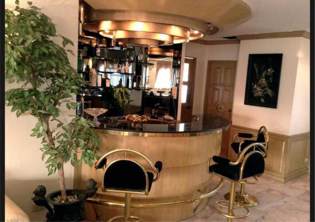 Bangkok Residential Agency's 3 Bed Condo For Rent in Ekkamai BR4246CD 10