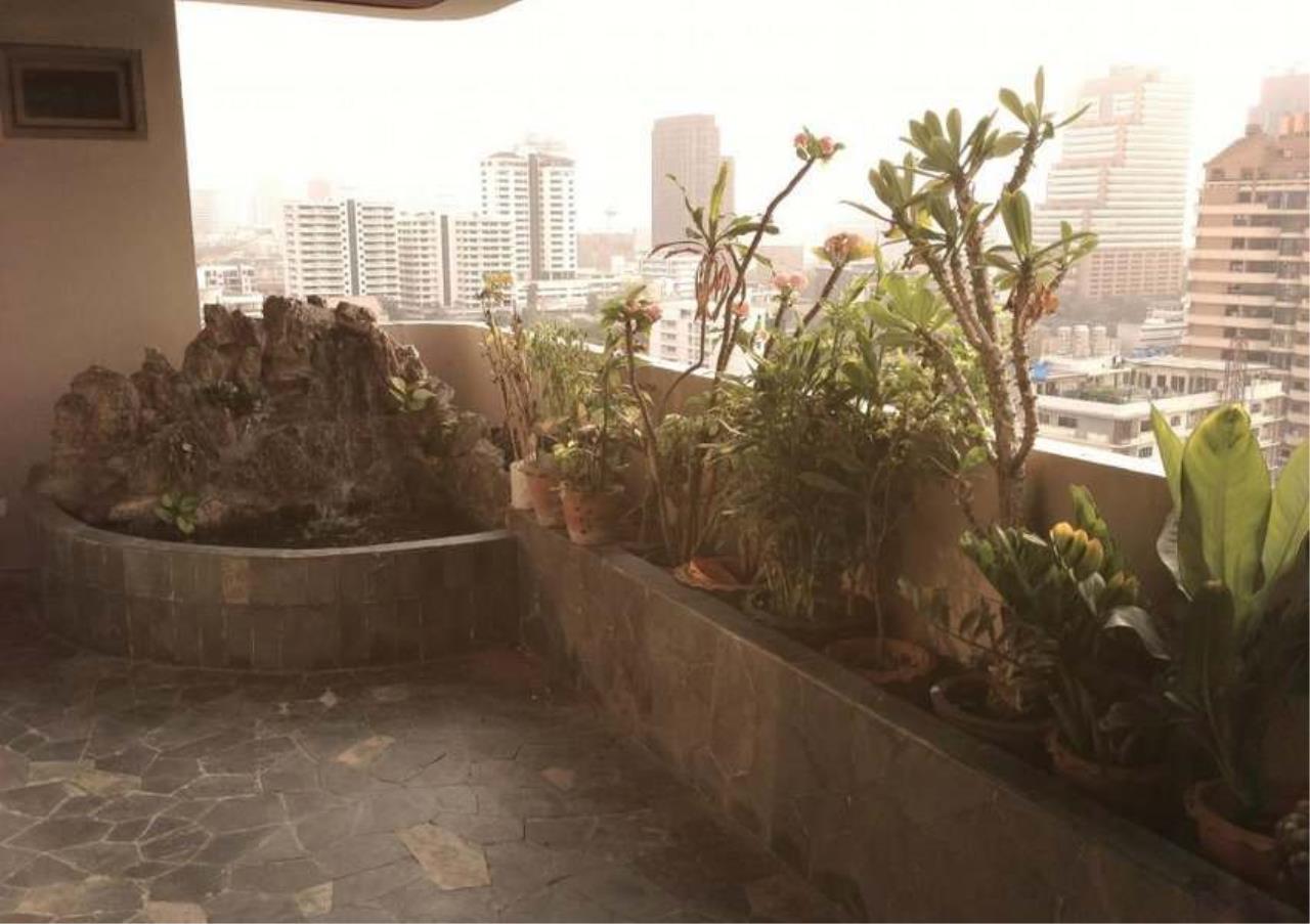Bangkok Residential Agency's 3 Bed Condo For Rent in Ekkamai BR4246CD 11