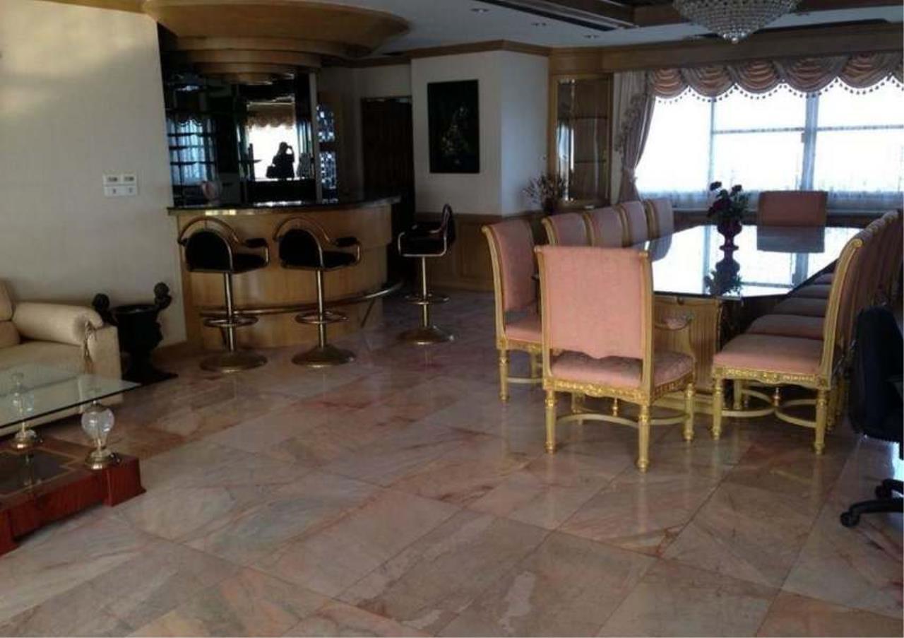 Bangkok Residential Agency's 3 Bed Condo For Rent in Ekkamai BR4246CD 12