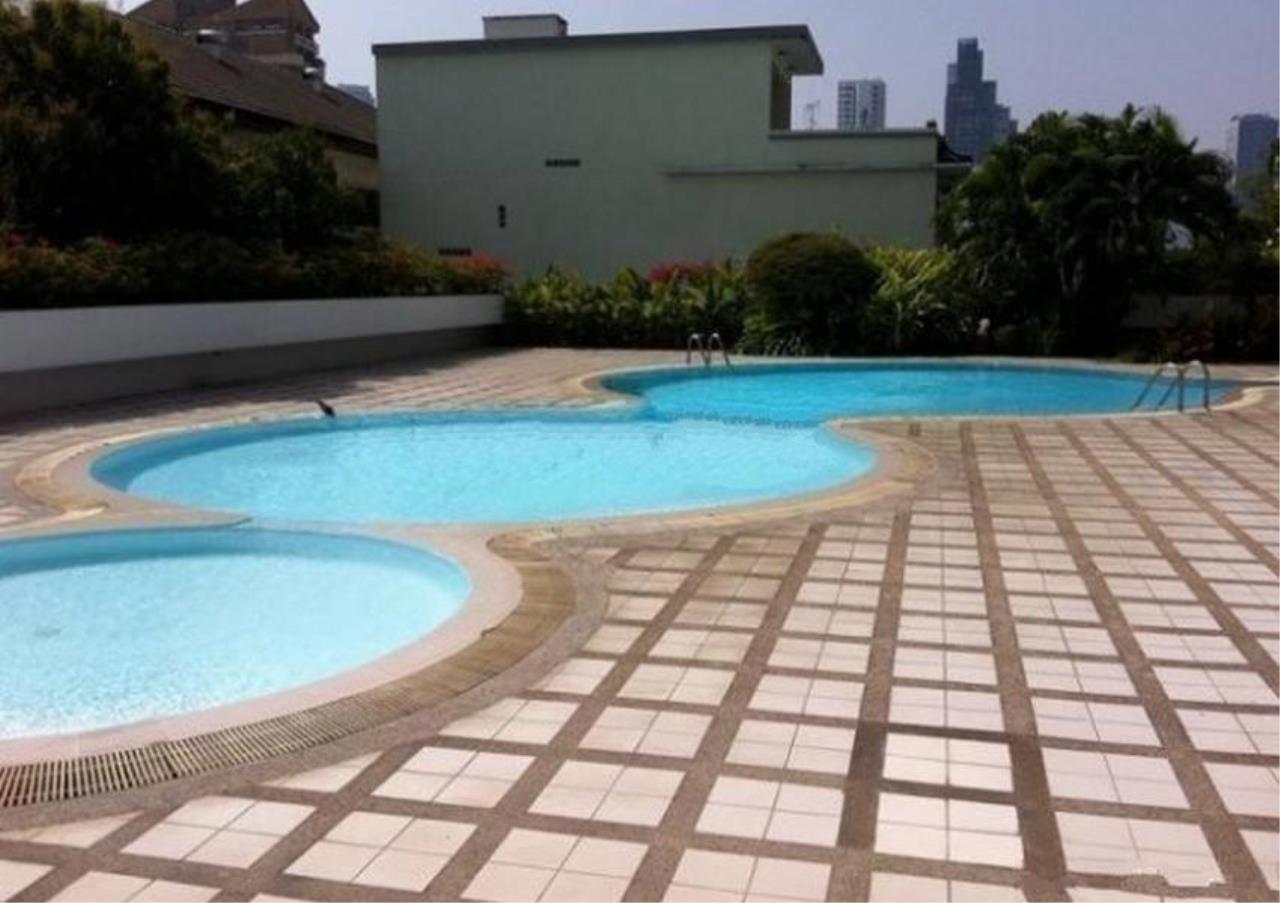 Bangkok Residential Agency's 3 Bed Condo For Rent in Ekkamai BR4246CD 18
