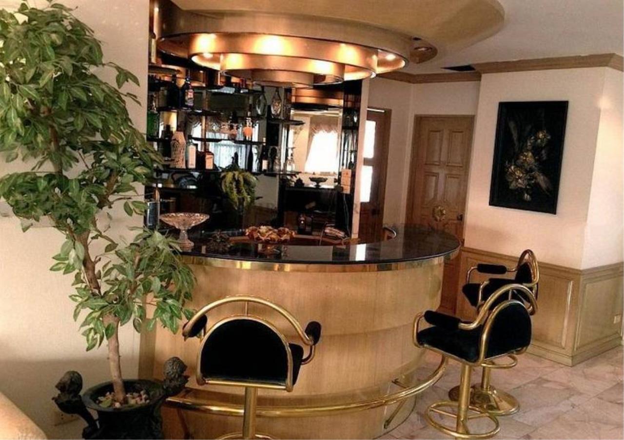 Bangkok Residential Agency's 3 Bed Condo For Rent in Ekkamai BR4246CD 16
