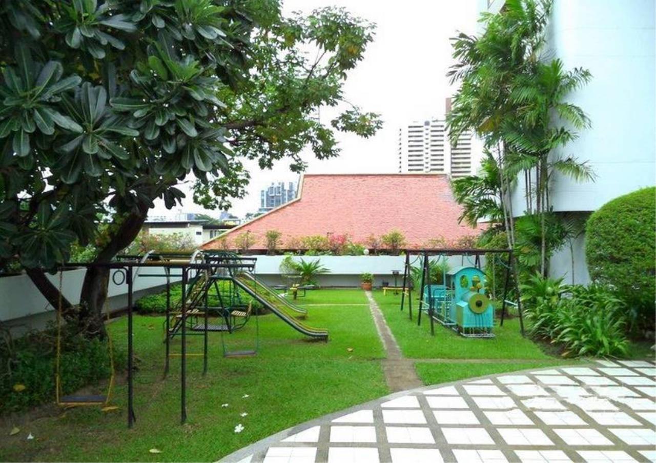 Bangkok Residential Agency's 3 Bed Condo For Rent in Ekkamai BR4246CD 15