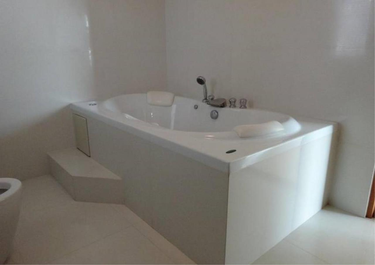 Bangkok Residential Agency's 3 Bed Condo For Sale in Phrom Phong BR4299CD 10